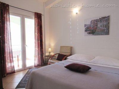 Apartments DIVNA - SKALINADA 10768, Baška Voda, , Region Split-Dalmatia