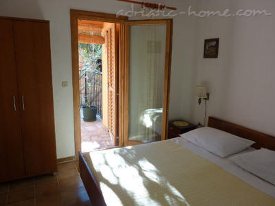 Apartamenty MIRA IV 10825, Zavala, Hvar, Region Split Dalmacja