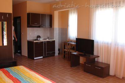 Apartmani VILLA AZUR III 10842, Petrovac, , Priobalni dio (Crna Gora)