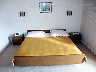 Bed&Breakfast Rooms 11082, Brela, , Сплит-Далмация