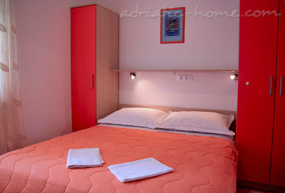Rooms JAKIĆ 1/2 12493, Tučepi, , Region Split-Dalmatia