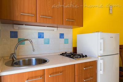 Apartamento estúdio Studio apartment in Villa Majda, Brsec 12638, Brseč, , Região de Kaverner