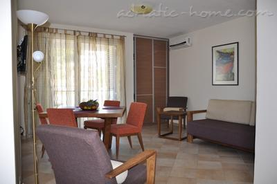 Apartments LILA AUREA IV www.lila-aurea.com 17819, Petrovac, , Priobalni dio (Crna Gora)