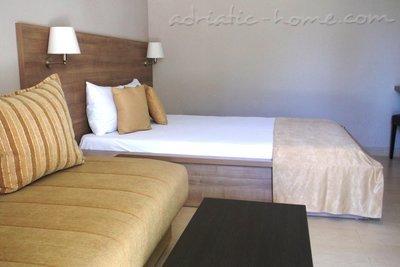 Bed&Breakfast VILA V LUX II ★★★★ 18542, Petrovac, , Priobalni dio (Crna Gora)