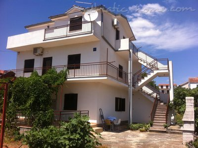 Апартаменти Villa Marija - Romantic House near the beach 21810, Pirovac, , Шибеник-Книн
