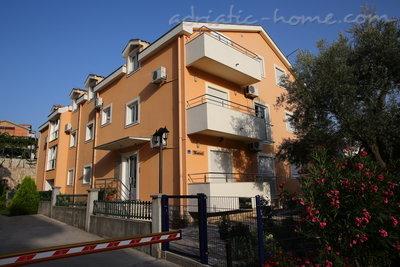 Апартаменти VILA NATALI 1/A, 3/A, 7/A i 9/A (LUX) **** 22668, Đenovići (Herceg Novi), Herceg Novi, Priobalni dio (Crna Gora)