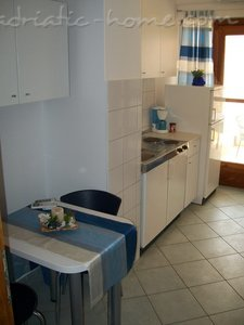 Appartements JURE 2305, Dugi Rat, , Région de Split-Dalmatie