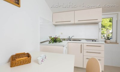Апартаменти Bili Osibova Milna - Apartment No. 4 27123, Milna, Brač, Сплит-Далмация