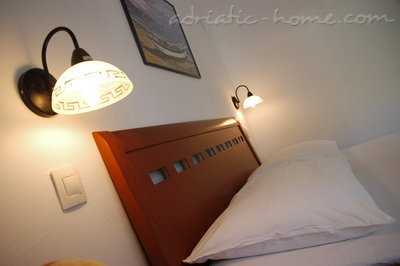 Apartments Vila Maris 4+1 27156, Petrovac, , Priobalni dio (Crna Gora)