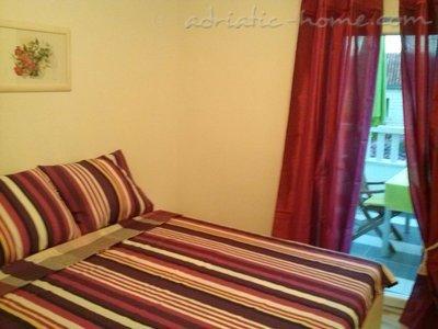 Апартаменти Veronika 33554, Mirca, Brač, Сплит-Далмация