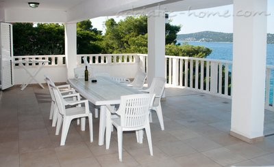 Апартаменты Villa Viktorija & Gabrijel directly on sea, private beach and 4 boat landings 34006, Primošten, , Регион Шибеник-Книн