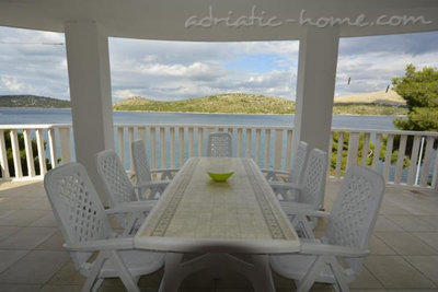 Апартаменти Villa Viktorija & Gabrijel A7+1 directly at sea, private beach, 4  boat landings 34015, Primošten, , Шибеник-Книн