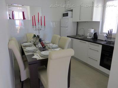 Apartamente Luxury 4* apartments villa Dusanka 100m od Mora 34276, Pisak, , Rajoni i Splitit/Dalmacisë