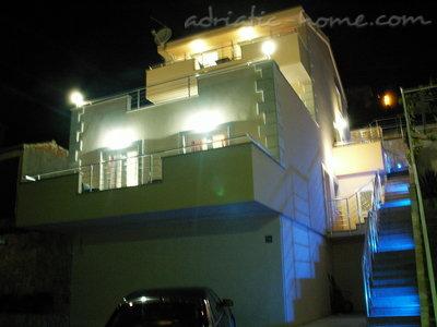 Apartamenty Luxury Apartments Villa Dusanka 100m od mora 34277, Pisak, , Region Split Dalmacja