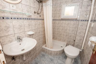 Apartman Robert A-1 37021, Gradac, , Splitsko-dalmatinska županija