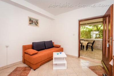 Apartman Robert A-3 37025, Gradac, , Splitsko-dalmatinska županija