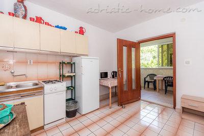 Apartman Robert A-5 37029, Gradac, , Splitsko-dalmatinska županija