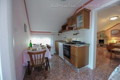 Апартаменти MIKULIĆ A1(3+3) 37426, Promajna, , Сплит-Далмация