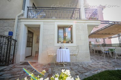 Appartementen MIKULIĆ A1(3+3) 37426, Promajna, , Regio Split-Dalmatië
