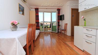 Apartamente 2-5 person 100m from beach 6670, Makarska, , Regiunea Split-Dalmatia