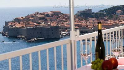 "Apartments SIPA ""D"" 7589, Ploče, Dubrovnik, Dubrovnik Region"