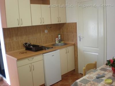 Apartamente VILLA LAZAREVIĆ III 7904, Kotor, , Priobalni dio (Crna Gora)