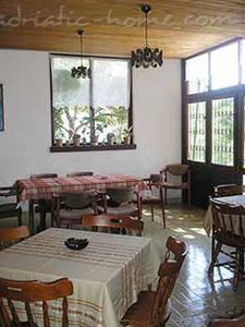 Apartments VILLA SKALINADA VI 7989, Brela, , Region Split-Dalmatia