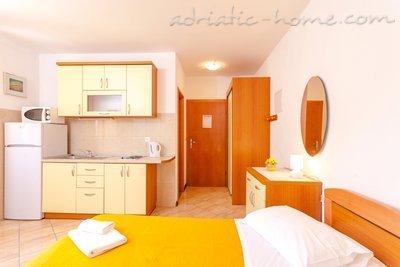 Studio apartament DAVOR TOMAŠ 1 8334, Brela, , Rajoni i Splitit/Dalmacisë