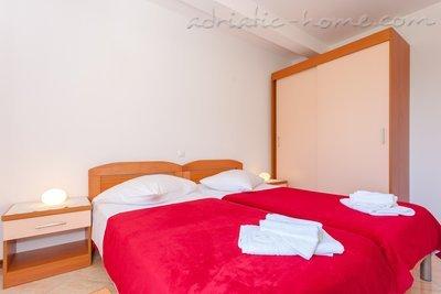 Apartamente DAVOR TOMAŠ 2 8335, Brela, , Regiunea Split-Dalmatia