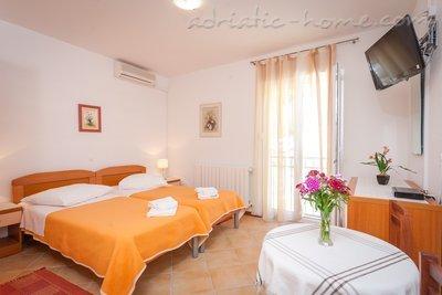 Rooms DAVOR TOMAŠ 4&5 8339, Brela, , Region Split-Dalmatia