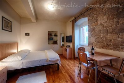"""Studio apartman """"Laurus"""" - VILLA NONNA 8368, Komiža, Vis, Splitsko-dalmatinska županija"""