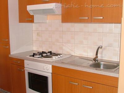 Апартаменти BLAŠKOVIĆ III 9413, Jelsa, Hvar, Сплит-Далмация