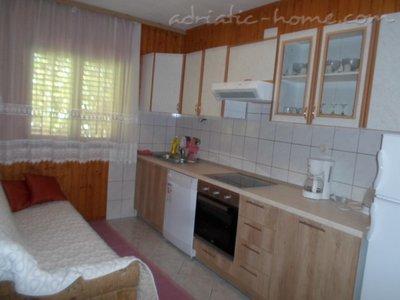 Апартаменти KELAVA III 9566, Supetar, Brač, Сплит-Далмация