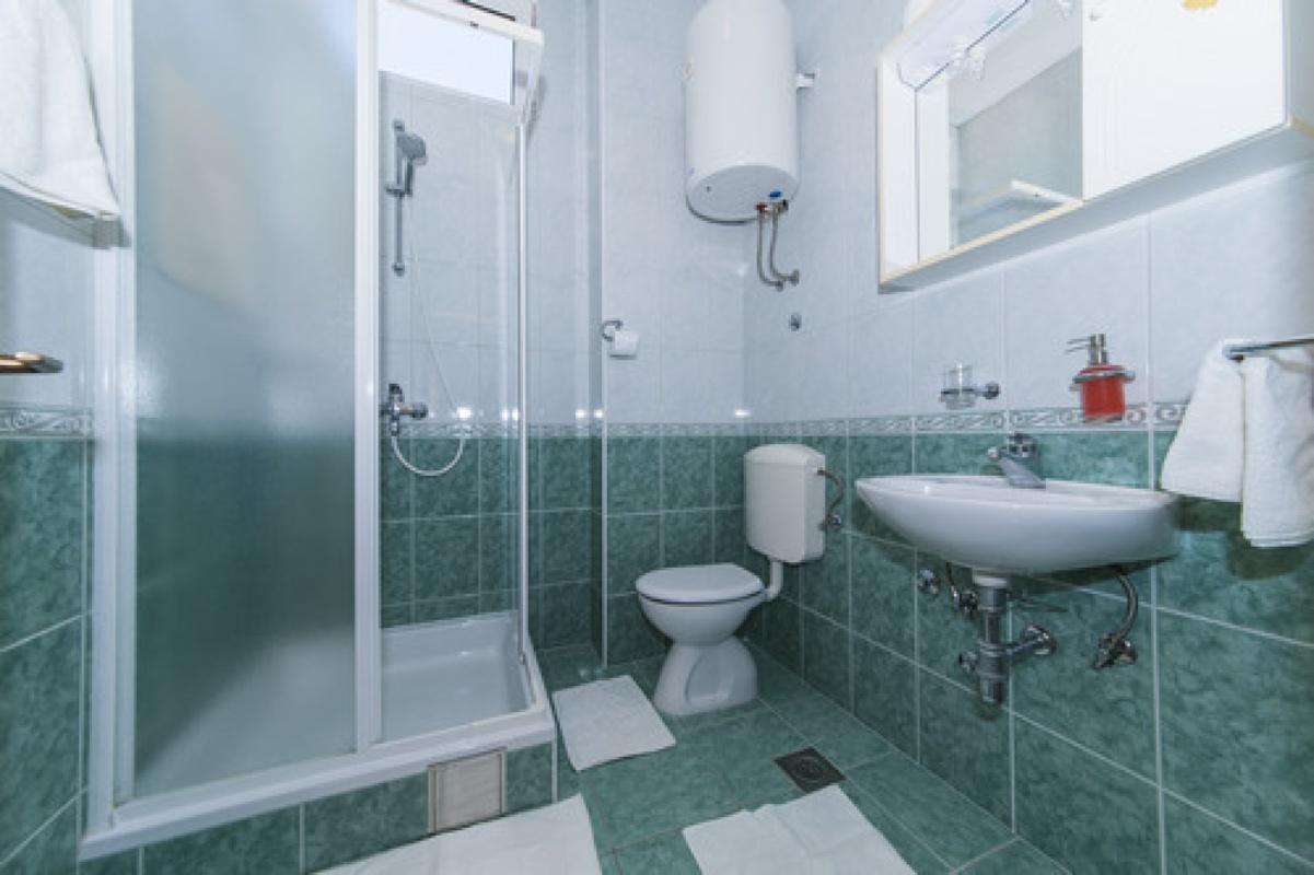 Appartementen VILLA RINO IV **** Promajna 16131, Baška Voda, , Regio Split-Dalmatië