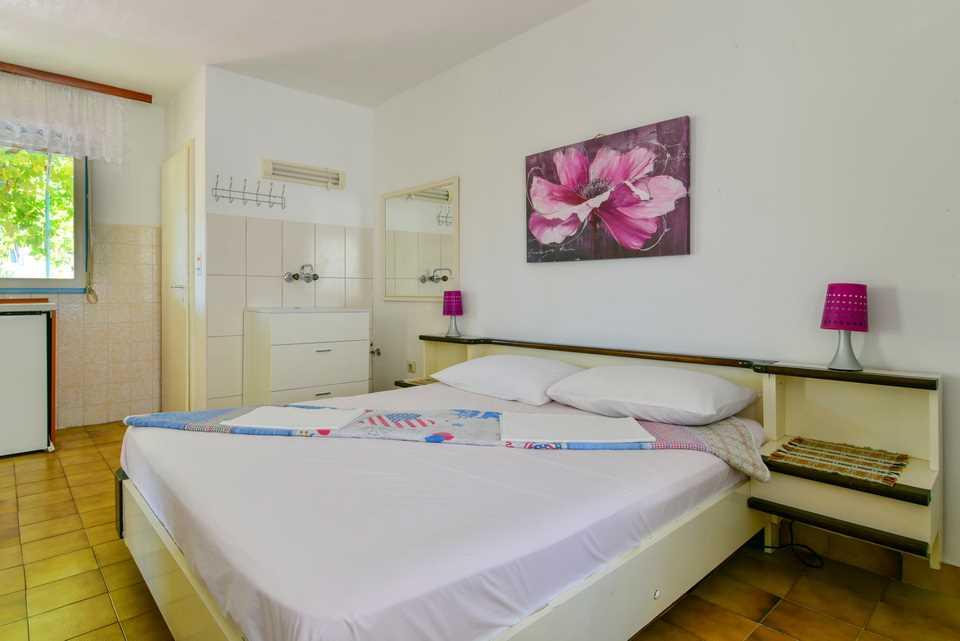 "Apartamente Vila "" Danica "" 33822, Petrovac, , Priobalni dio (Crna Gora)"
