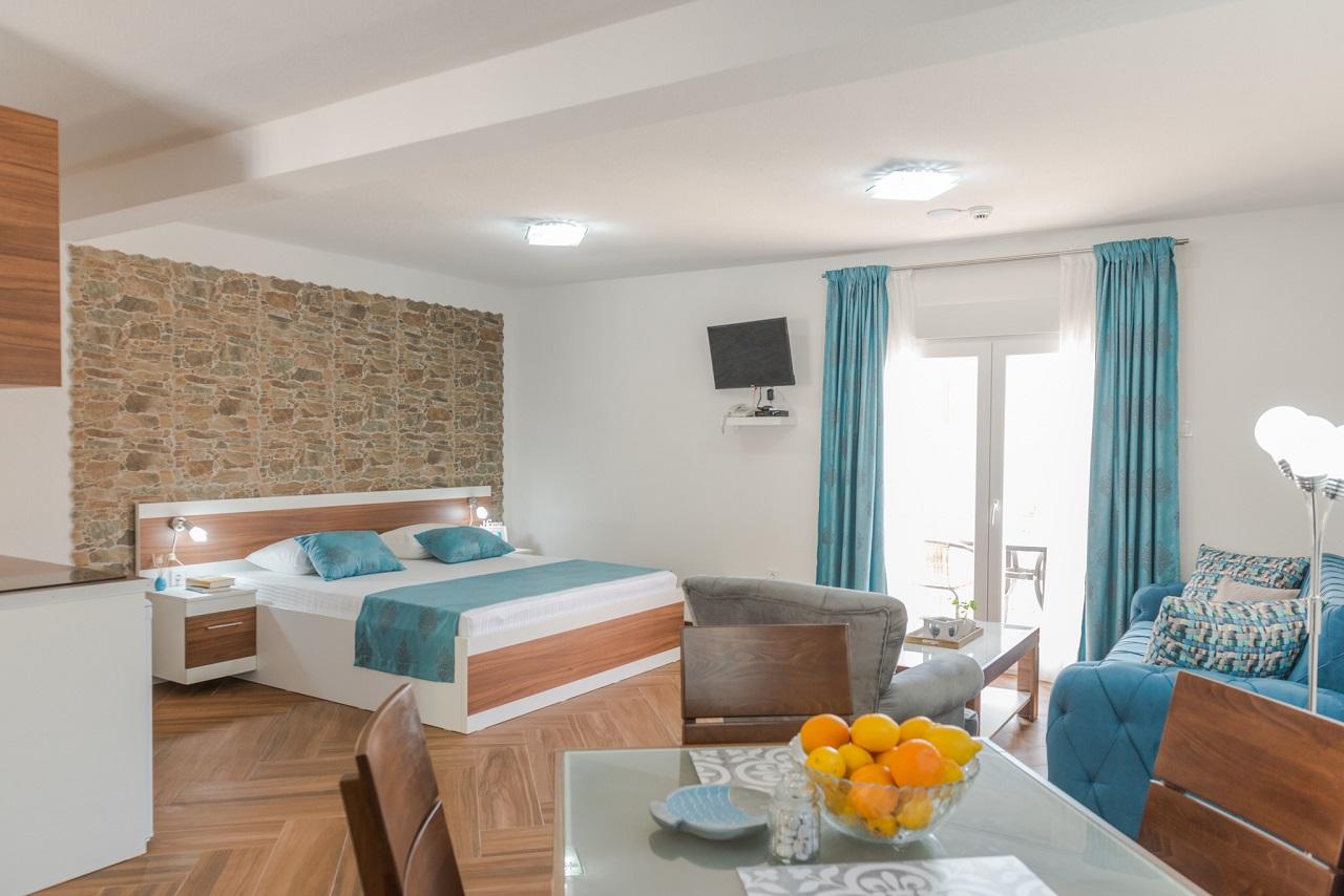 Apartmani KOMFOR Strp 37634, Risan, , Priobalni dio (Crna Gora)