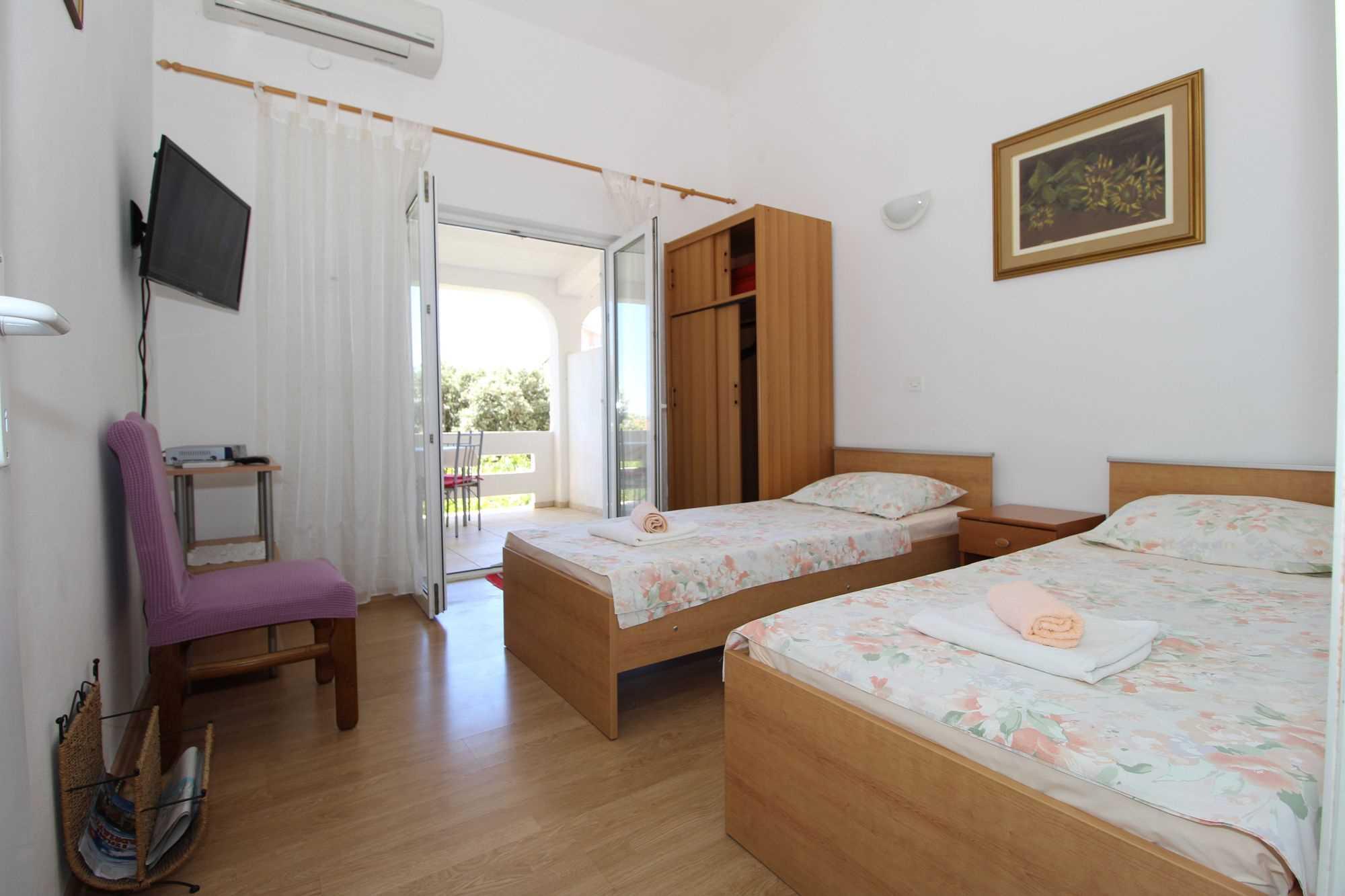 Lägenheter DVORSKI  02 9077, Mandre, Pag, Zadar regionen