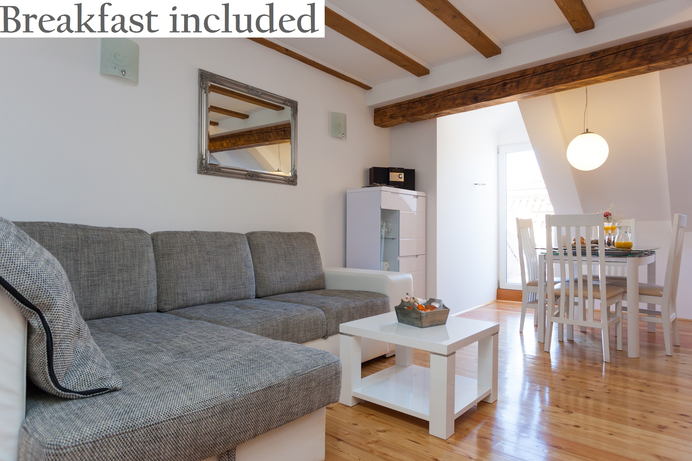 <p>Sleeps 2 (+2)<br />1 bedroom<br />1 bathroom<br />Living room with double sofa bed<br />Kitchen and dinning area<br />1 small balcony<br />Located in the Old town</p>