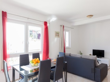 <p>Sleeps 2 (+2)<br />1 bedroom<br />1 bathroom<br />Kitchen, dining area and living room<br />Terrace<br />Distance to Old Town: 5 minutes by bus<br />Distance to Lapad bay:15 minutes walk</p>
