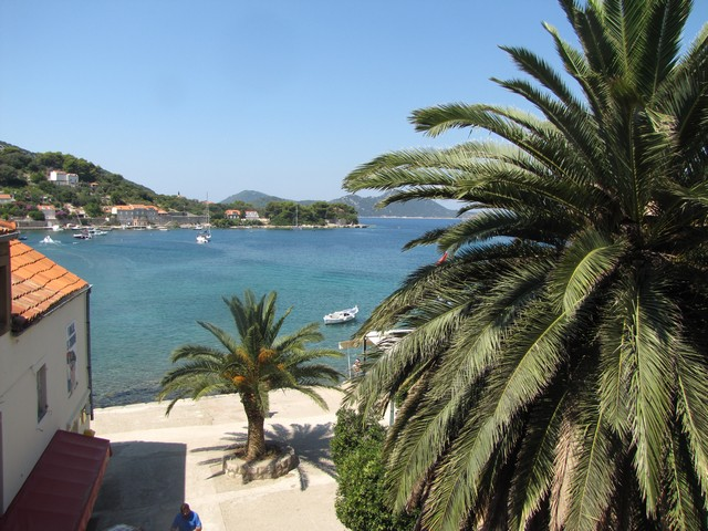 Sleeps 8<br />4 double bedrooms<br />3 bathrooms<br />Large terrace, sea view<br />Located on Island of Kolocep<br />Distance from Dubrovnik: 20 minutes drive with ferry boat