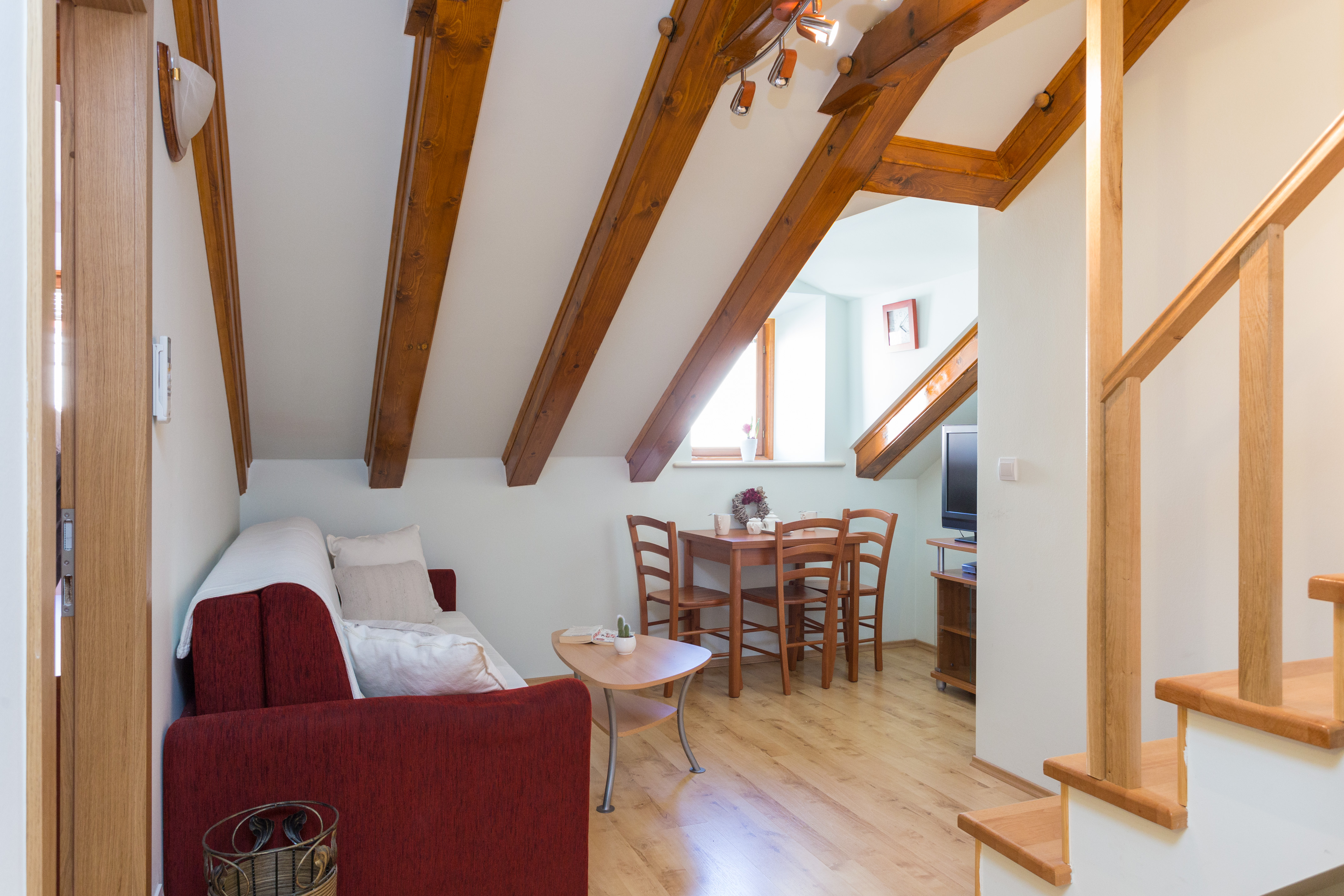 <p>Sleeps 2+1<br />1,5 bedroom<br />1 bathroom<br />living room, dining area, kitchen<br />Centre of the Old Town<br />Distance from beaches: 3-5 minutes walk</p>
